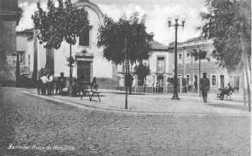 Bilhete postal ilustrado com a Praça da República, atual Praça de Santa Cruz